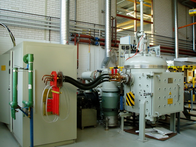 Vacuum induction suspension furnace